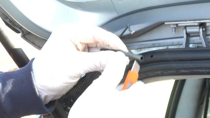 Faites glisser une gaine thermorétractable sur un des 2 fils