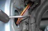 Réparer un fil électrique coupé dans une goulotte