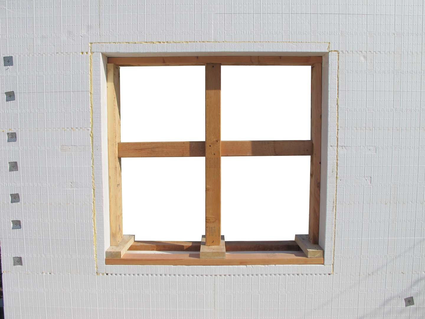 BuildBuck bracing a window