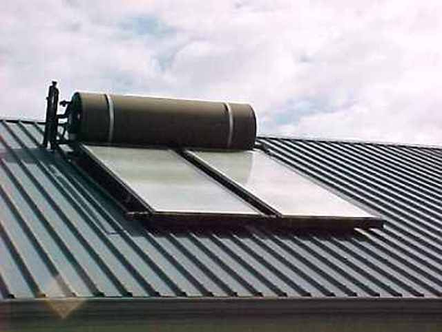 Roof mounted solar water heater