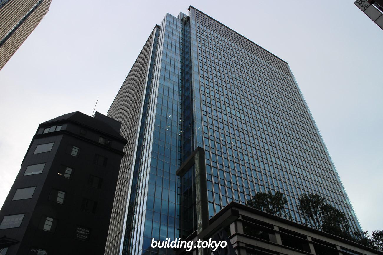 日本橋室町三井タワーは、5階から25階がオフィス、5階・6階にテナント企業向け会員制施設・サービスの「mot.」、3階に室町三井ホール&カンファレンス、2階に誠品生活日本橋、1階・地下1階に商業施設の「コレド室町テラス」があります。