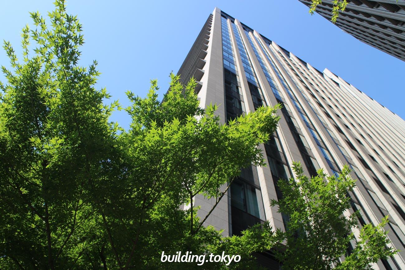 大手町パークビルディングは、22階から29階に『アスコット丸の内東京』、7階に『ザ・プレミアムフロア大手町』、1階に-人とまちと自然をつなぐ-『ホトリア広場』、地下1階に粋な大人の社交場『よいまち』があります。