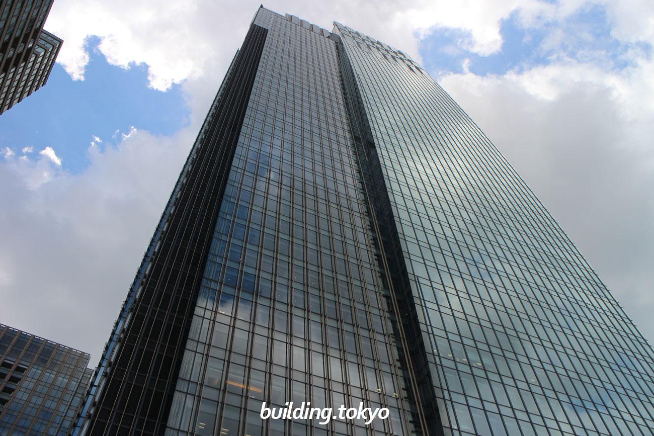 ミッドタウン・タワーは、1階、2階、45階~53階に高級ホテルのザ・リッツ・カールトン東京、7階~44階にオフィス、5階にデザインハブ、4階にカンファレンス等がある地上54階、地下5階、高さ248.1mの超高層ビルです。