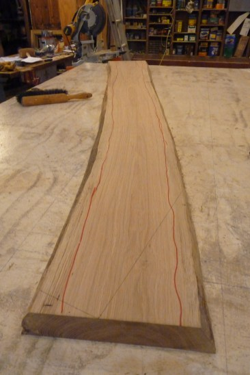 Defects (sapwood, knots, splits) are avoided by marking in red