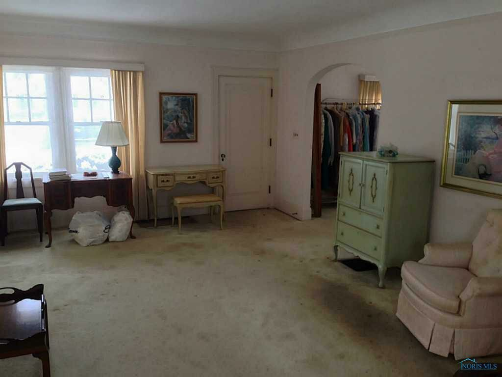 Living room before the renovation of the 100 year old home | Building Bluebird #homerenovation #historichome