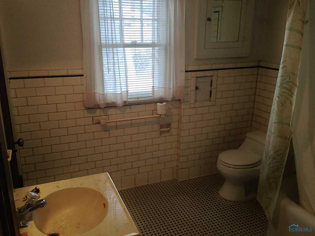 1920's original tile bathroom | Building Bluebird #homerenovation #historicpreservation #restoration #vintage #historichomes