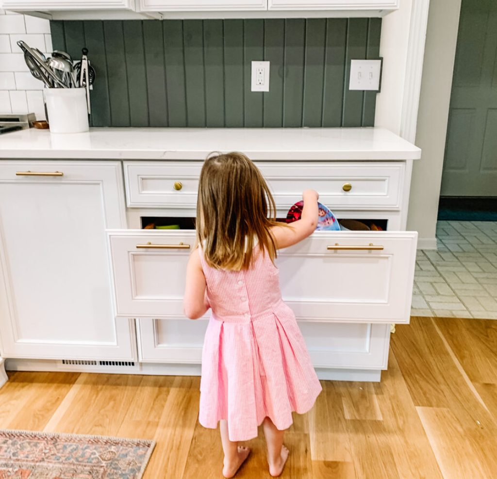 Create a kids drawer to encourage responsibility with your children | Building Bluebird #organization #kitchencabinets #declutter #homerenovation
