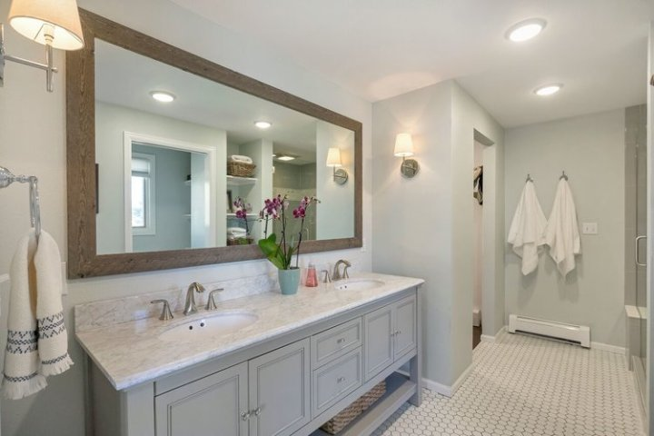 Neutral paint color for your bathroom