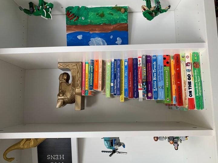 Bookshelf organization and styling in a little boys bedroom   Building Bluebird #shelfie #bookshelf #ikeahack