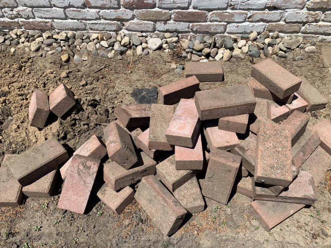 How to install a brick flower bed border around garden   Building Bluebird #englishgarden #hosta #hydrangea #gardening