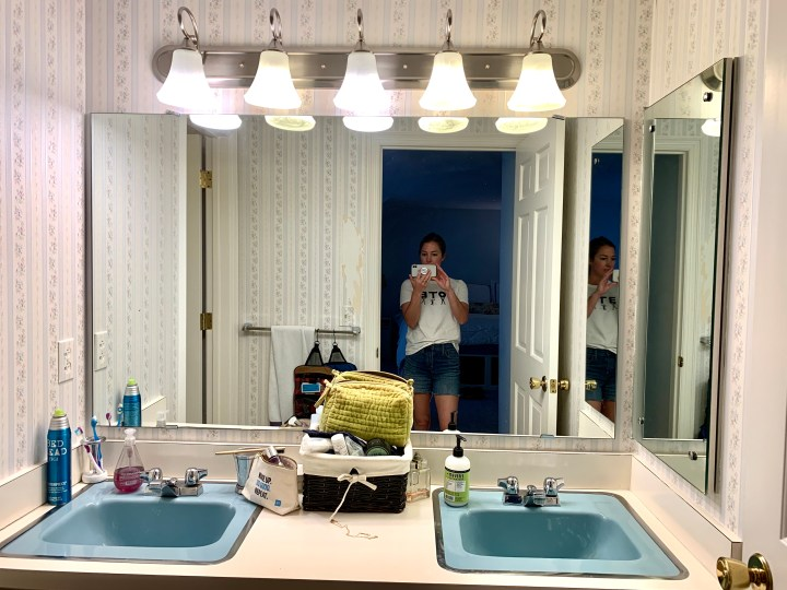 How to declutter a retro bathroom with these simple organization solutions   Building Bluebird