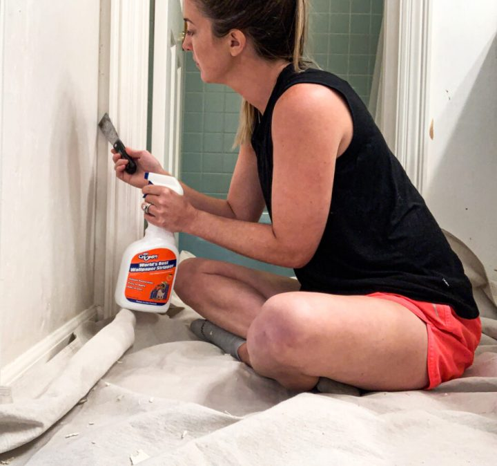 How to remove wallpaper | Building Bluebird #homerenovation #bathroommakeover #diy