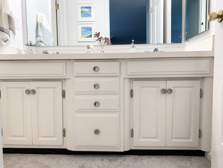 Retro master bathroom makeover reveal | Building Bluebird #bluetile #vintage