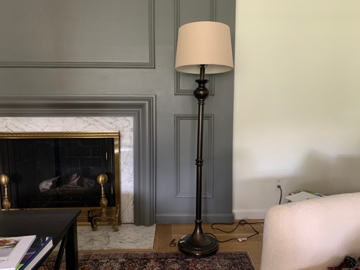 Floor lamp refresh with pleated lampshade - DIY projects in the living room | Building Bluebird