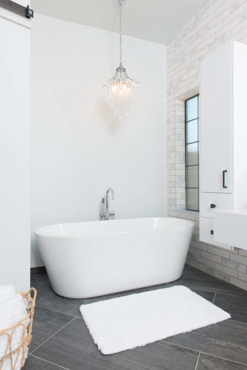 Master Bathroom Tub - 3rd St New Build