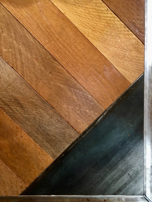 details of wood on the edge of a table