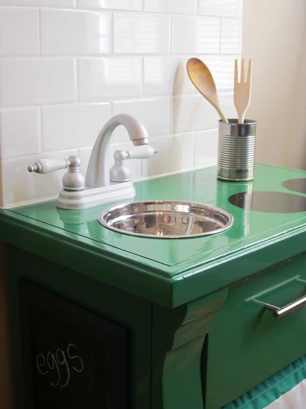 green-play-kitchen