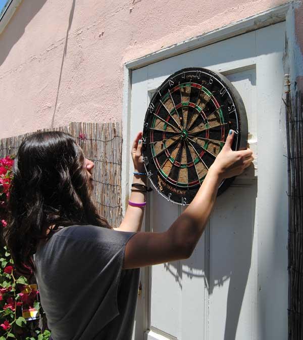 hang-dartboard