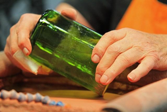 Wine bottle glass rim polishing