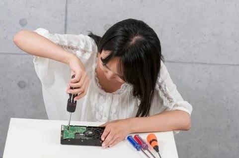 理系女子の就職事情!実際の職業と抱える将来への悩みとは…