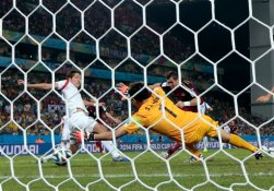 Russia's Alexander Kerzhakov, back right, scores his side's first goal past South Korea's goalkeeper Jung Sung ryong (1) during the group H World Cup soccer match between Russia and South Korea at the Arena Pantanal in Cuiaba, Brazil, Tuesday, June 17, 2014. (AP Photo/Ivan Sekretarev)