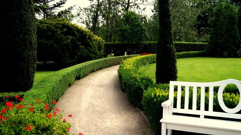 Willa Edwarda Herbsta - alejki w ogrodzie