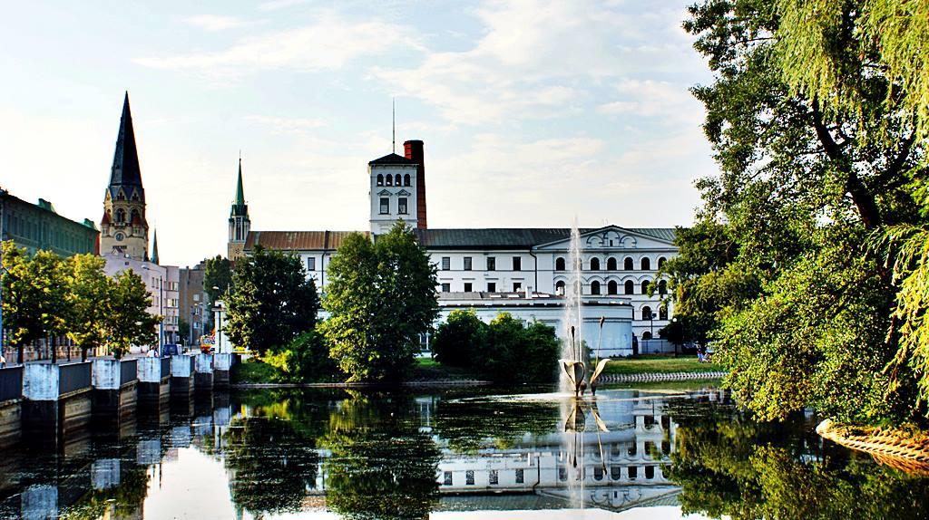 Parku Reymonta w Łodzi - widok na fontannę