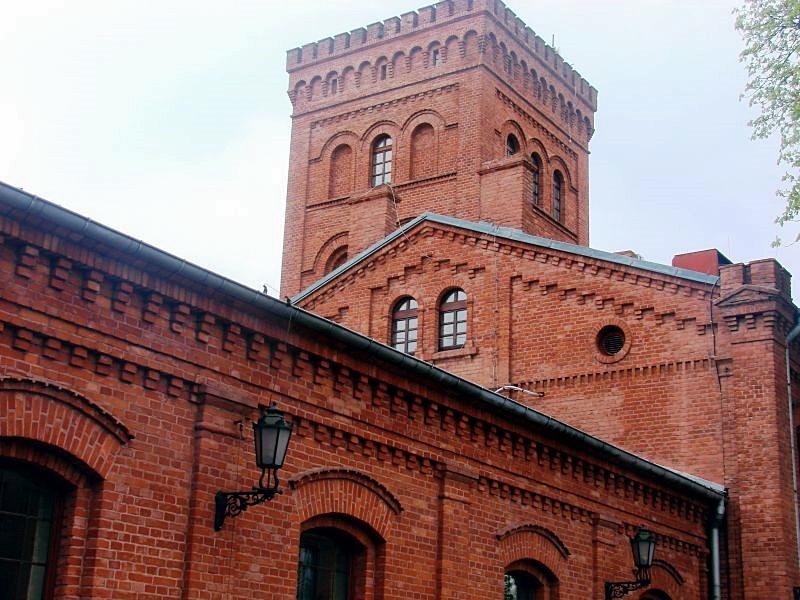 Zrewitalizowany budynek straży ogniowej na Księżym Młynie