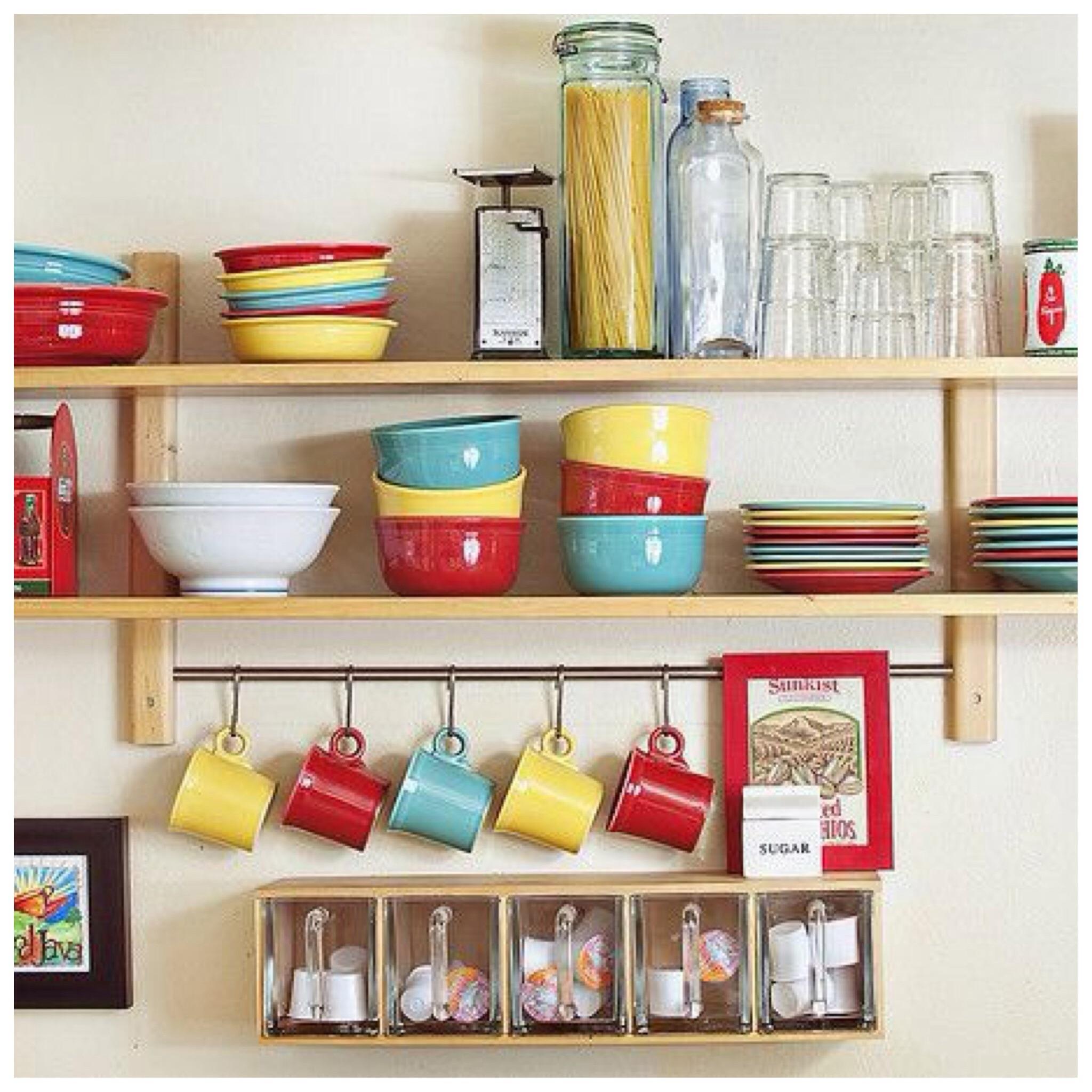 3 estilos para decorar estanter as de cocina - Estanterias para cocina ...