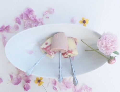 helado de fresas asadas y natilla