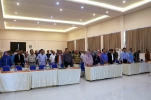 Para peserta kegiatan menyanyikan lagu Indonesia Raya