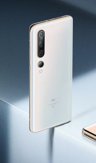 Xiaomi Mi 10 (left) and Mi 10 Pro (right)