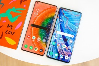 Oppo Find X2 Pro next to Oppo Find X2