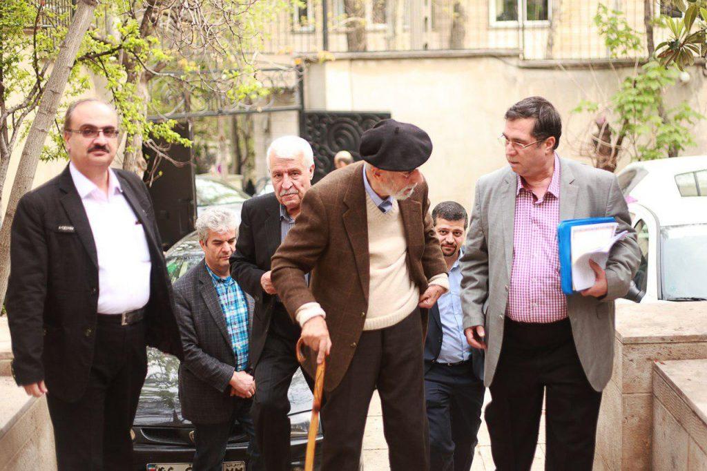 همراه با دکتر محمدعلی موحد در حیاط کانون زبان فارسی