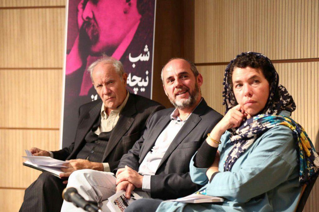 """دکتر مریم کریشی، دکتر استور و دکتر کامپیونی در شبی که مجله بخارا با عنوان """"نیچه و جهان ایرانی"""" برگزار کرد."""