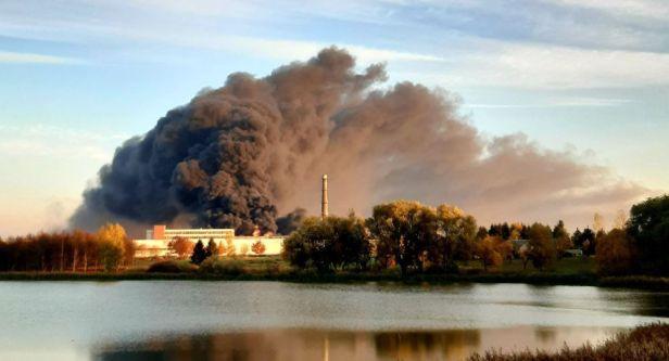 Alytuje padangų gamykla ugnis nuodai dirvožemis užterštas