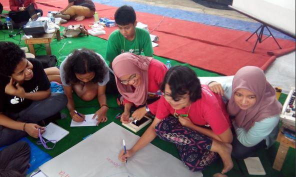 Berdiskusi dengan Para Penggerak Literasi