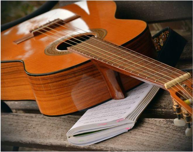 belajar gitar melodi dengan sungguh-sungguh