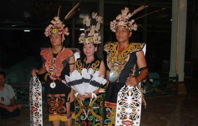 5 Pakaian Adat Kalaimantan Timur Serta Nama, Gambar dan ...
