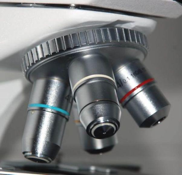 revolver pada bagian mikroskop
