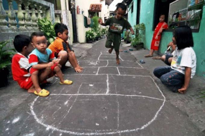 Permainan Tradisional indonesia Engklek