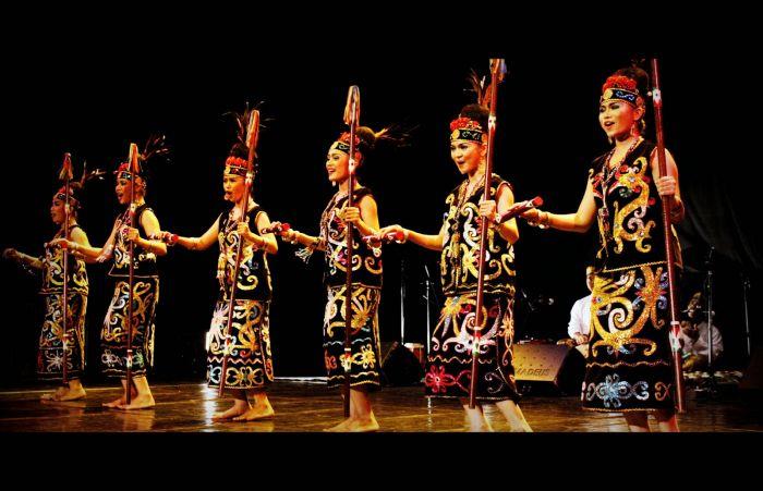 34 Tarian Daerah Tradisional Provinsi Di Indonesia Beserta Gambar Dan Asalnya Bukubiruku