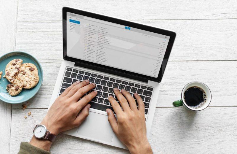 Membuat email lamaran kerja