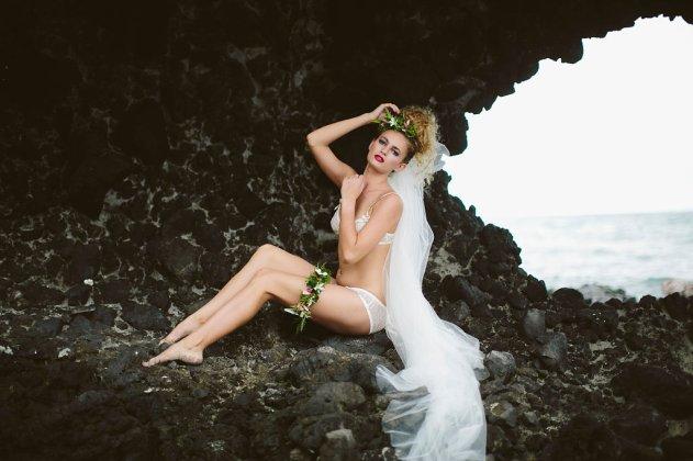 20140511_8311Bula Bride Fiji Wedding Blog // Fiji Bridal Boudoir Shoot - Vomo Island Resort. Captured by Leezett Photography
