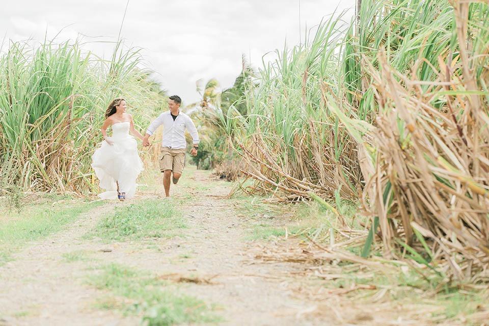 Bula Bride Fiji Wedding Blog //  Phuong and Andrew – Underwater Wedding Portrait Session. Captured by Stu&Malia: Photographers.