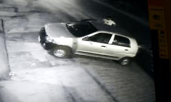 डीएम-एसएसपी के आवास से चंद कदमों की दूरी पर हुई है एक कार चोरी की वारदात। चोरों ने हॉस्पिटल के सामने खड़ी एक लेडी डॉक्टर की कार चोरी कर ली।