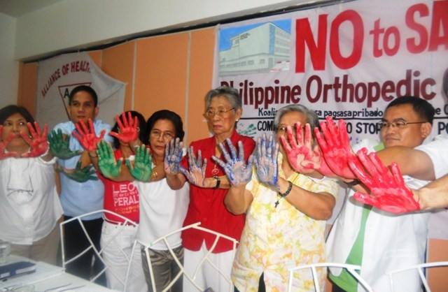 Members of the coalition unite to oppose the impending privatization of the Philippine Orthopedic Hospital (Photo by Anne Marxze D. Umil / Bulatlat.com)