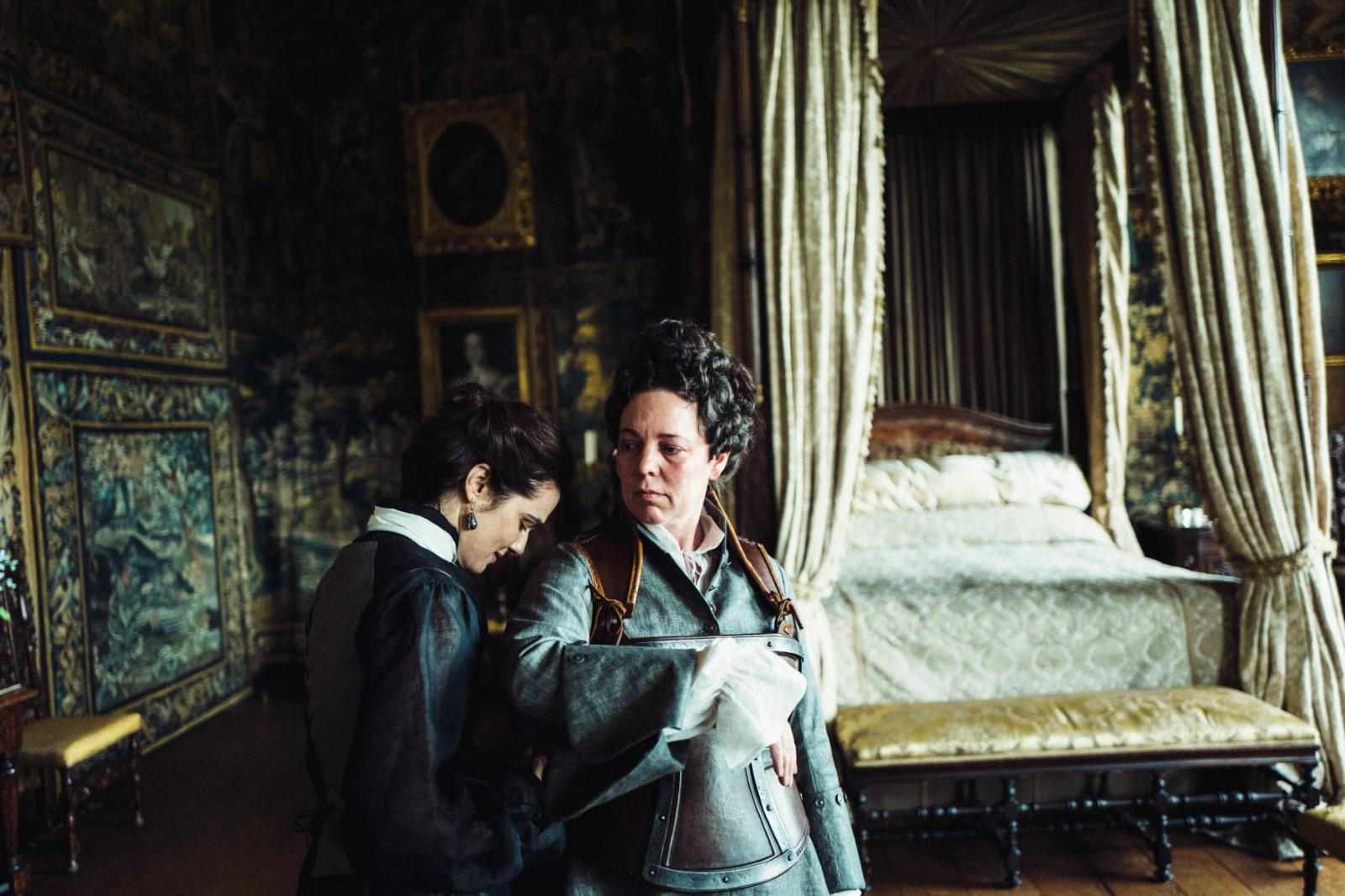 La Favorite Photo Olivia Colman, Rachel Weisz critique film avis