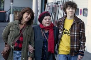 """Romane Bohringer (Marion), Line Renaud (Huguette) et Romann Berrux (Rémi) dans """"Huguette"""", un film d'Antoine Garceau"""
