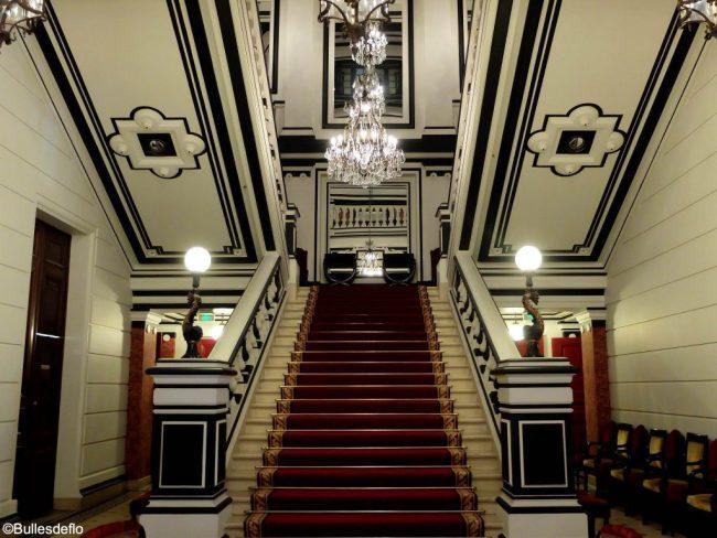 Le grand escalier qui laisse sans voix.